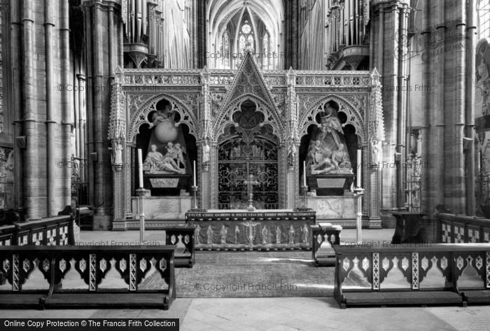 London, Westminster Abbey, The Nave Altar c.1965