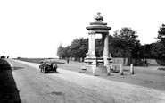 Photo of Newmarket, Cooper Memorial and Cambridge Road 1929