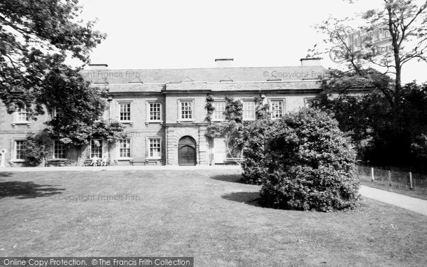 Northampton, Abington Park Museum c.1955