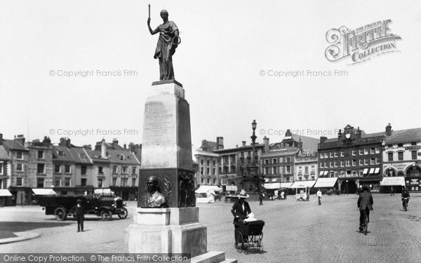 Northampton, Market Square And Mobbs Memorial 1922