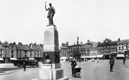 Northampton, Market Square & Mobbs Memorial  1922