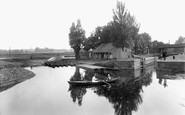 Northampton, River Nene Boathouse 1922