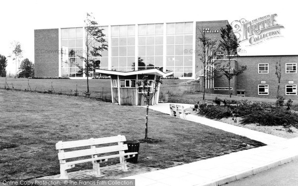 Nuneaton, Pingles Sports Centre, The Swimming Pool c.1965