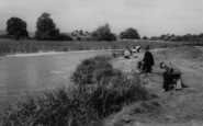 Rainham, Fishermen At Berwick Pond c.1960