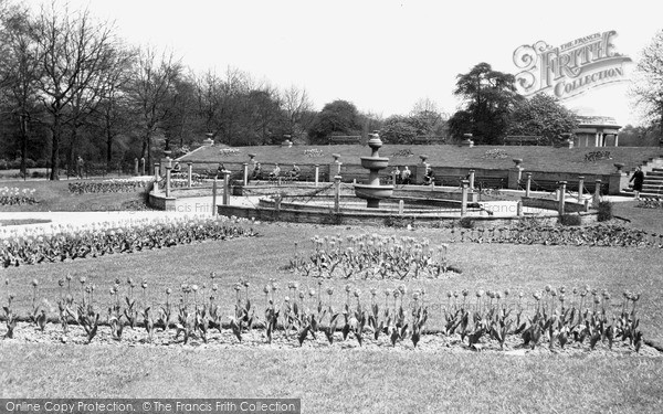 Rotherham, The Memorial Gardens, Clifton Park C.1950
