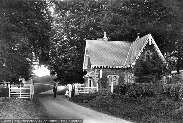 Savernake, Forest, Puthall Gate 1906
