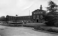 Slough, Town Hall c1960