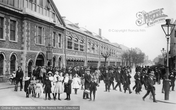 Swindon, Men Leaving G.W.R. 1913