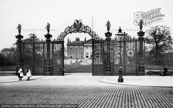 Photo of Warrington, Town Hall, New Gates 1895