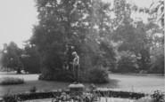 Wellingborough, Swanspool Gardens c.1965