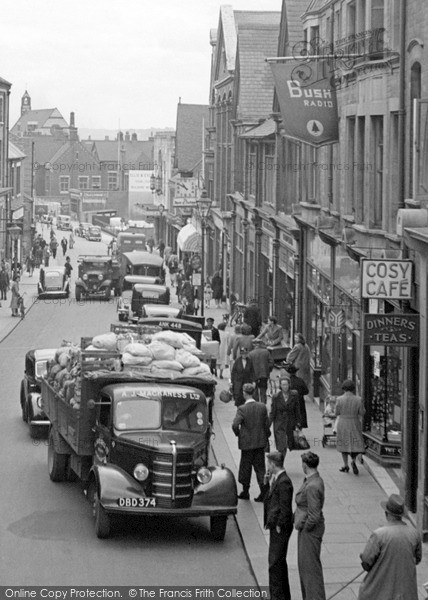 Photo of Wellingborough, Traffic in Midland Road 1949