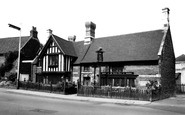 Wellingborough, Ye Golden Lion c.1965