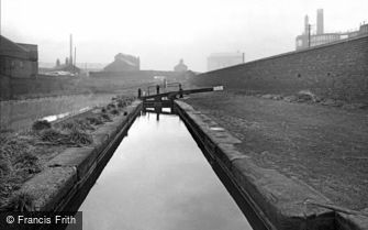 Birmingham, Locks on the Canal near Witton Hall 1964