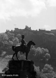 Edinburgh, Statue In Princes Street Gardens c.1960