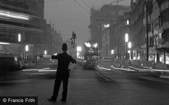 London, Holborn, evening rush hour 1958