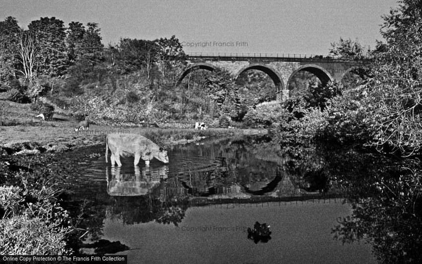 Monsal Dale, River Wye and Monsal Viaduct c1990