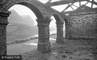 Oldbury, abandoned Stables for Canal Horses 1964