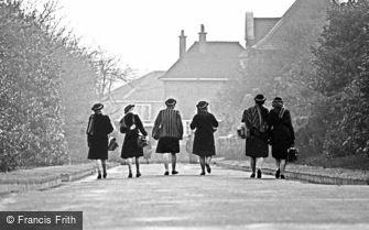 Oldbury, Barnford Hill Park, Grammar Schoolgirls 1964