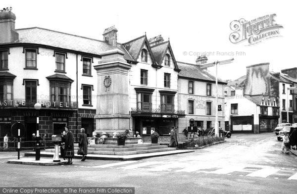 Aberdare, the Memorial, Victoria Square c1955