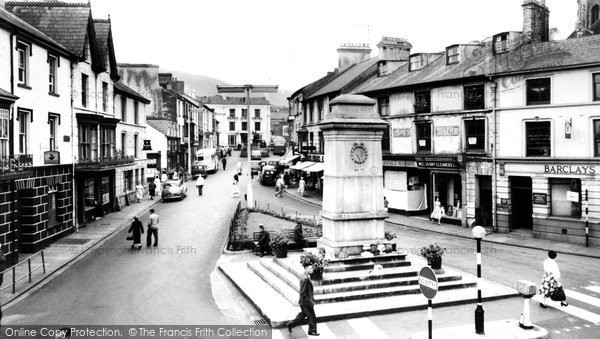 Photo of Aberdare, Victoria Square c.1960