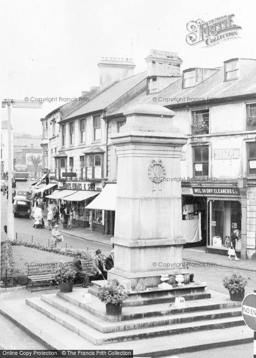 Photo of Aberdare, Victoria Square c.1960