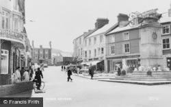 Aberdare, Victoria Square c.1965