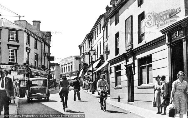 Photo of Abergavenny, Frogmore Street c.1955