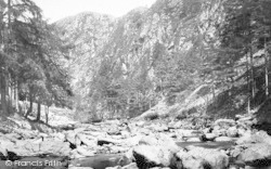 Aberglaslyn Pass, River Bed 1889