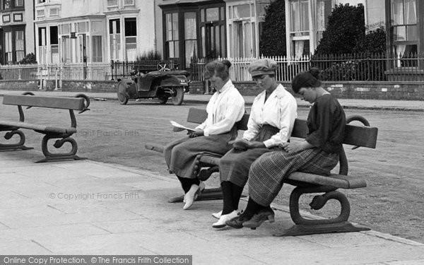 Aberystwyth, Women Reading 1921