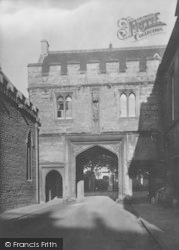 Abingdon, Abbey Gate 1924