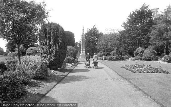 Photo of Abingdon, Albert Park, The Albert Memorial 1925