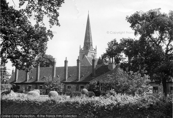 Photo of Abingdon, Almshouses And St Helen's Church c.1955