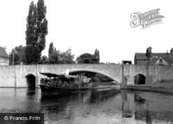 Abingdon, Bridge And River Steamer c.1947