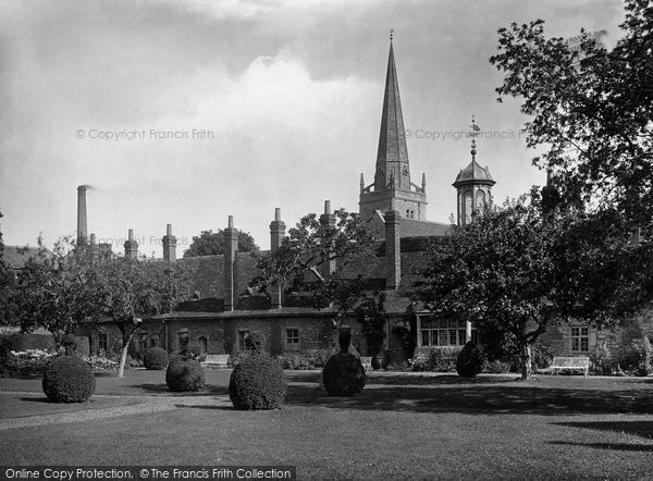 Photo of Abingdon, Christ's Hospital And St Helen's Church 1924