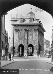 Abingdon, County Hall From The Abbey Gate Way c.1955