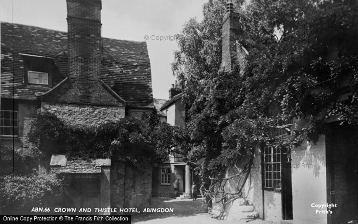 Photo of Abingdon, Crown And Thistle Hotel c.1955