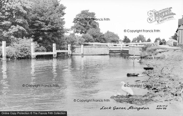 Photo of Abingdon, Lock Gates c.1960