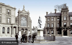 Abingdon, Market Place And Queen Victoria Statue 1890