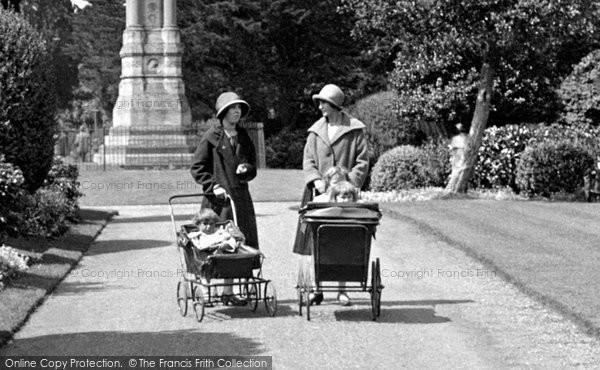 Abingdon, Prams In Albert Park 1925