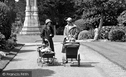 Abingdon, Prams In Albert Park 1925