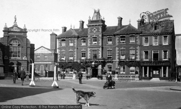 Photo of Abingdon, Queens Hotel, Market Place 1924