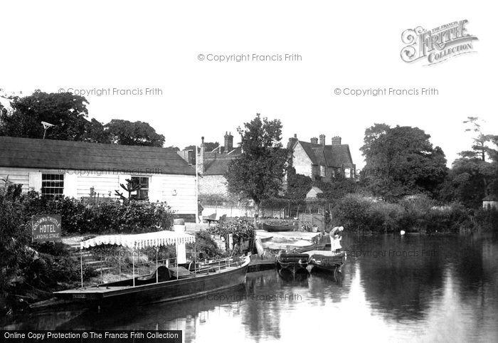 Abingdon, the Boat House 1890