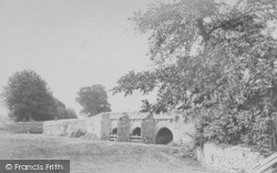 Abingdon, The Bridge c.1900