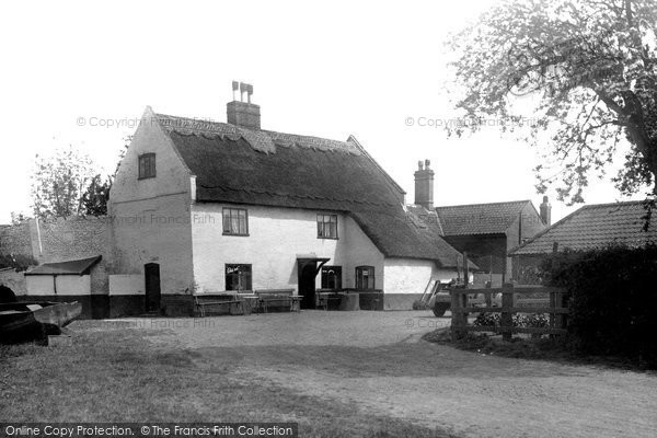 Photo of Acle, Bridge Hotel c.1929