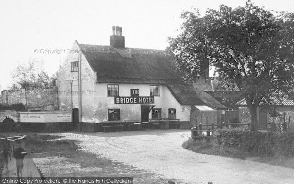 Photo of Acle, Bridge Hotel c.1939