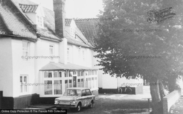 Photo of Acle, The Queens Head c.1965