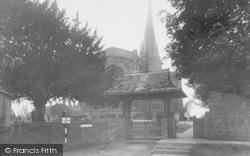 Adderbury, St Mary's Parish Church c.1955
