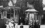 Addlestone, Children Outside The Holly Tree Inn 1904