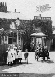 Addlestone, Children Outside The Holly Tree Inn 1904