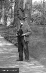 Old Man, St George's Avenue 1906, Addlestone